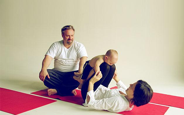 Бебі-йога для новонароджених Франсуази Фрідман - всі за і проти йоги для малюків