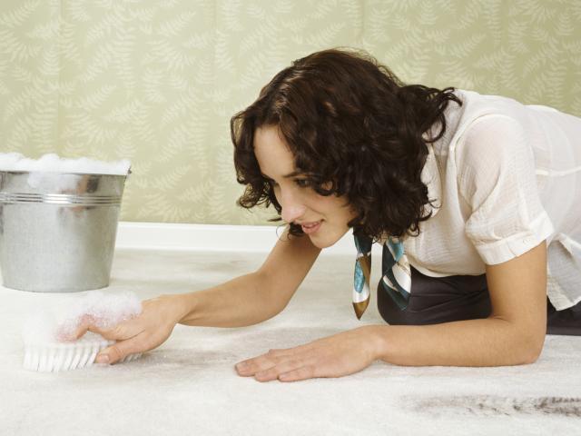 Чищення килимів в домашніх умовах - ефективні домашні засоби для чищення килимів