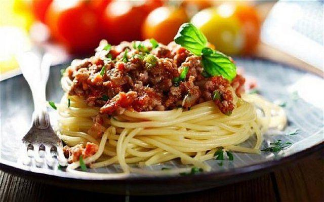 Що приготувати з макаронів? Як приготувати апетитні і ситні макарони з фаршем?