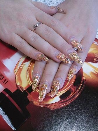 Дизайн нігтів з фольгою
