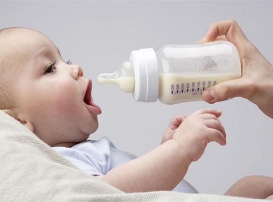 До якого віку потрібно годувати дитину грудьми - думка мам і фахівців