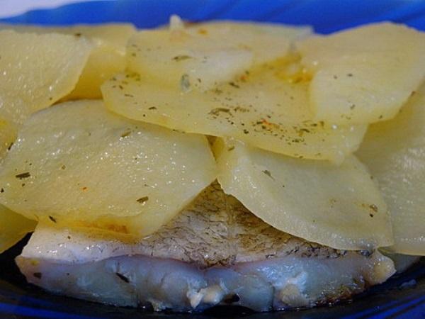 Хек з картоплею в мультиварці: рецепт