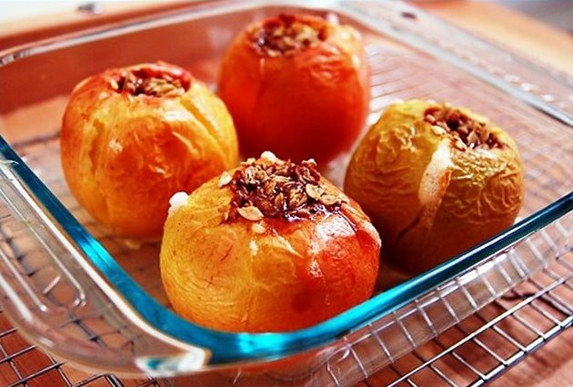 Яблука, запечені в мікрохвильовці. Особливості приготування і рецепти