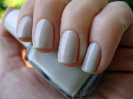Як акуратно нафарбувати нігті?
