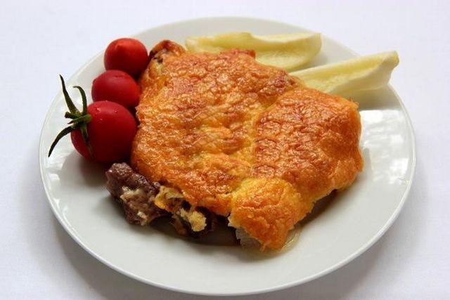 Як готувати м'ясо по-французьки? Рецепти з начинками на вибір