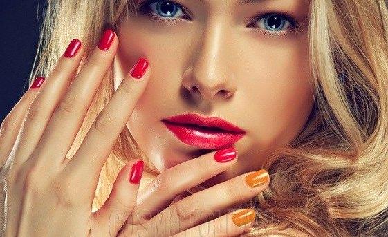 Як нафарбувати нігті двома кольорами?