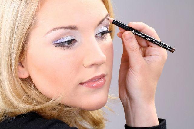 Як намалювати брови? Поради та основні прийоми оформлення брів в макіяжі