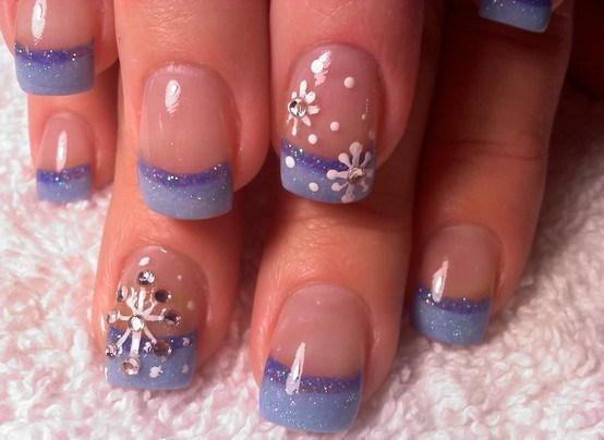 Сніжинки на нігтях з градієнтом