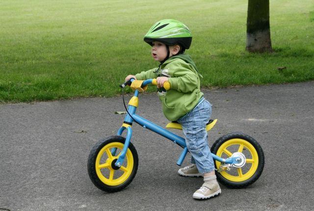 Як навчити дитину кататися на велосипеді? Де найкраще кататися на велосипеді?