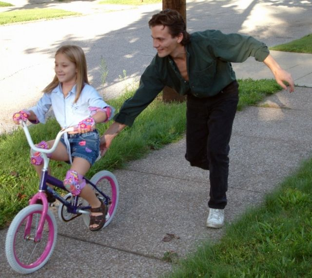 Як навчити дитину кататися на велосипеді?