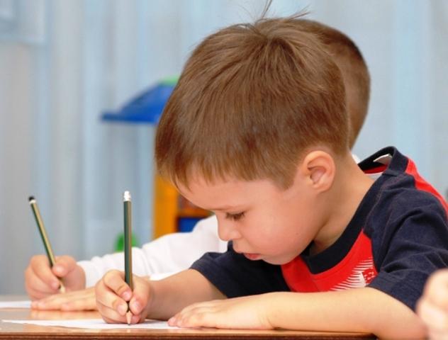Як навчити дитину красиво писати?