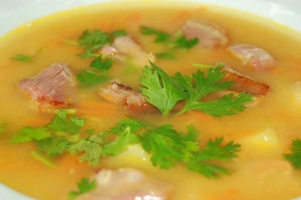 Гороховий суп-пюре з беконом