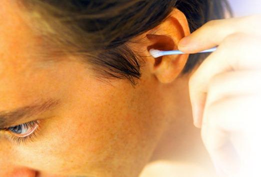 Причини появи сірчаних пробок у вусі. Як почистити вухо в домашніх умовах?