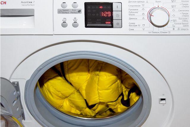Як прати пуховик? Особливості ручного прання і використання пральної машини