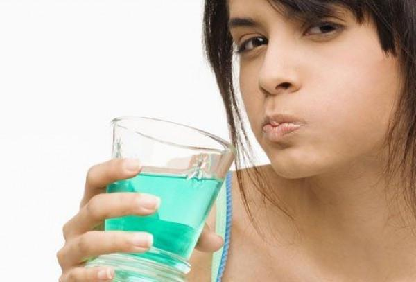 Як прибрати запах часнику з рота?