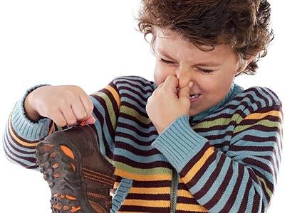 Як видалити запах з взуття - найкращі домашні засоби від запаху поту у взутті