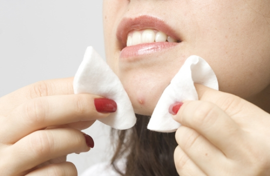 Як вилікувати прищі на обличчі?