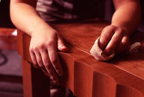 Як вивести плями з лакованої і дерев'яних меблів - найкращі домашні засоби