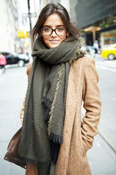 Як зав'язувати шарф на пальто? Як носити палантин з пальто?
