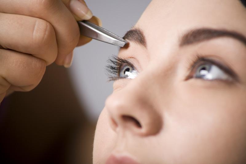 Корекція брів в домашніх умовах: як зробити красиві брови самостійно?