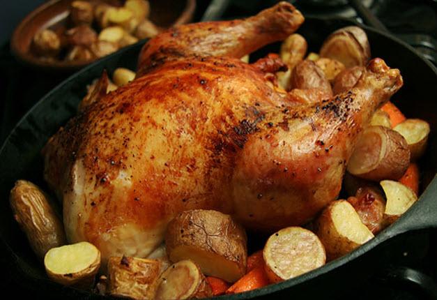 Курка в рукаві: рецепти. Як приготувати соковиту курку в рукаві?