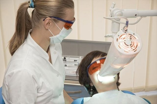 Лазерне відбілювання зубів: відгуки