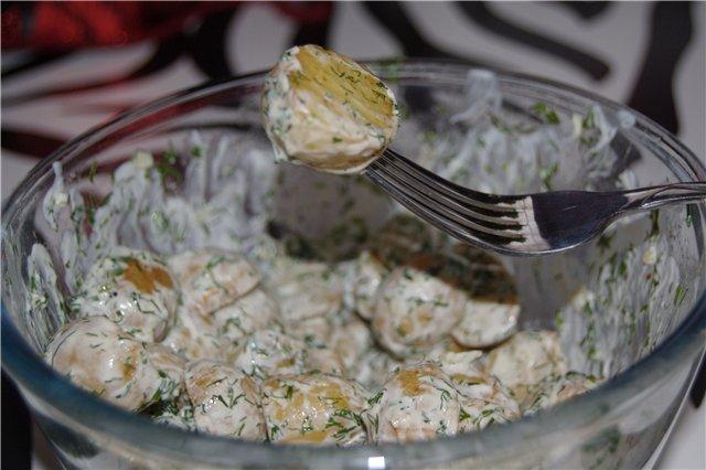 Як приготувати молоду картоплю з часником в мультиварці?