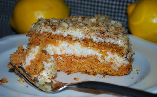 Морквяний пиріг зі сметанним кремом в мультиварці