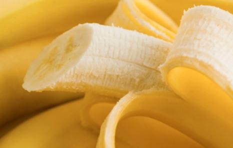 Чи можна банани годує мамі?