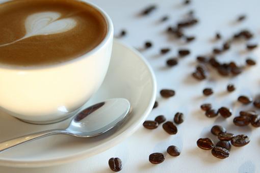 Чи можна пити каву годує мамі?