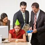 Чи зобов'язані Ви відзначати День народження на роботі