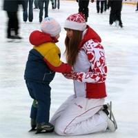 Навчання дитини катання на ковзанах
