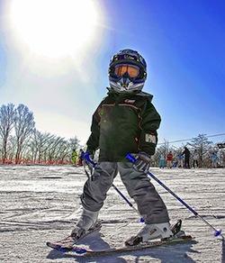 Навчання дитини катання на лижах