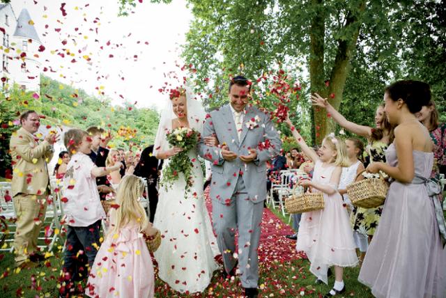 Оригінальне привітання на весілля. Особливі подарунки, сценки, сюрпризи для молодят