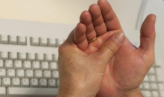 Чому болять суглоби пальців рук? Як позбутися від болю в суглобах народними засобами?