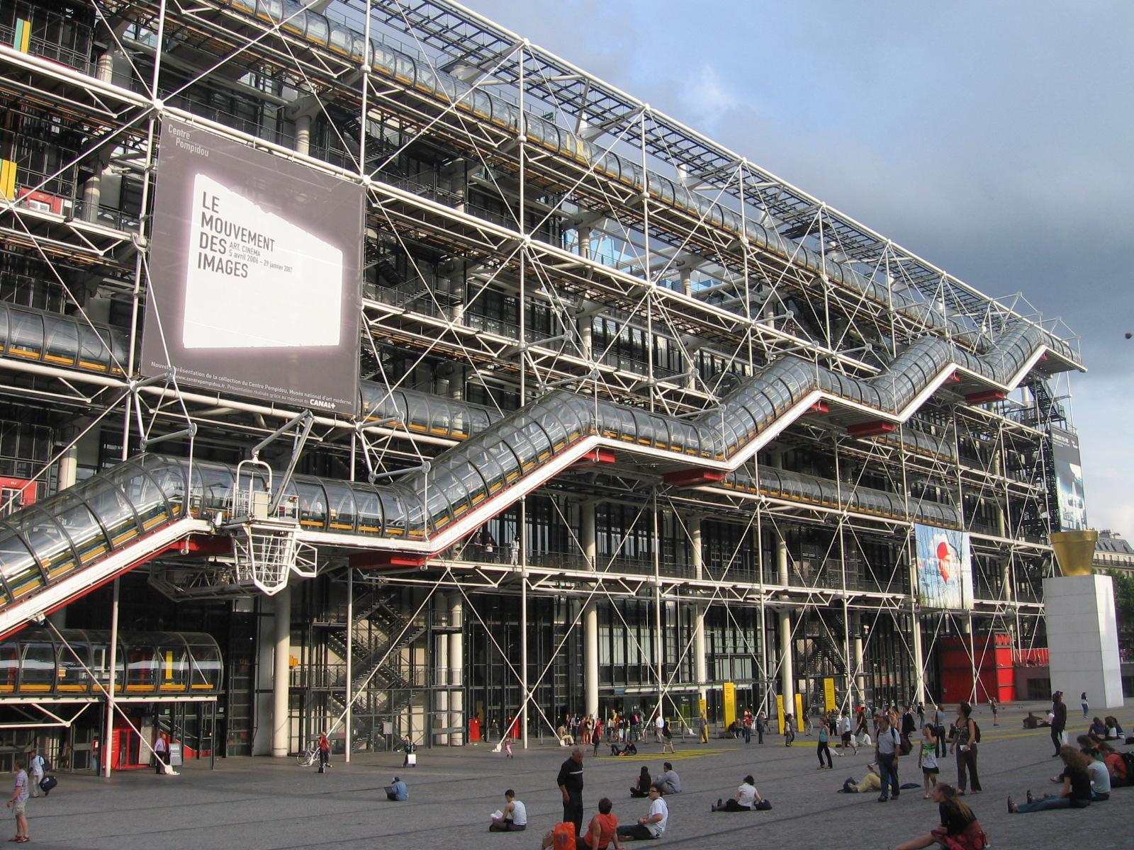Париж у квітні для мандрівників - Помпіду