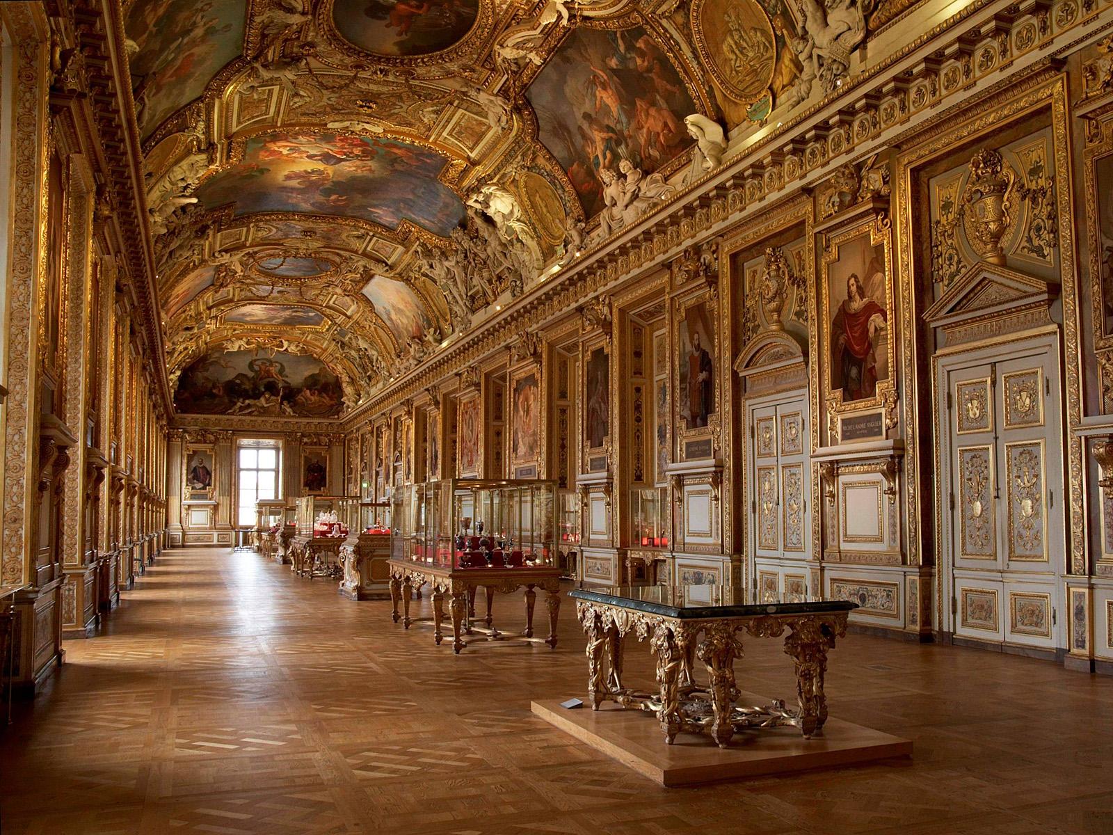 Париж у квітні для мандрівників - Лувр