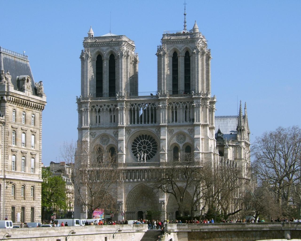Париж у квітні для мандрівників - собор паризької богоматері