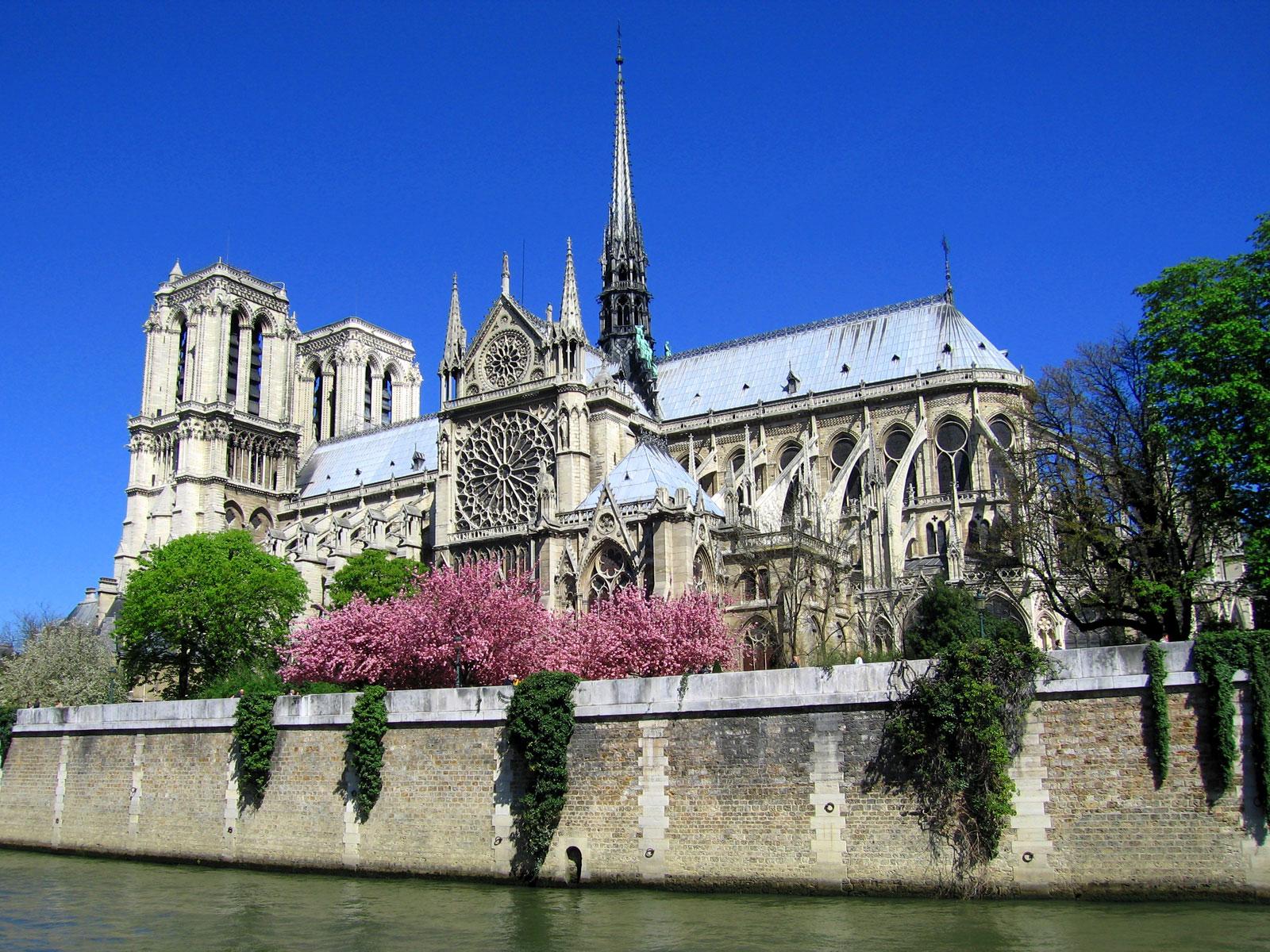 Париж у квітні для мандрівників