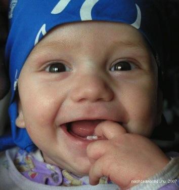 фотографії перших зубів дитини