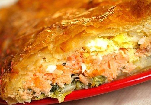 Пиріг з рибою з листкового тіста