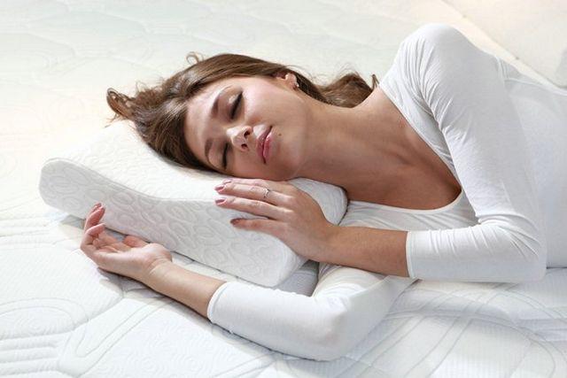 Чому люди розмовляють уві сні?