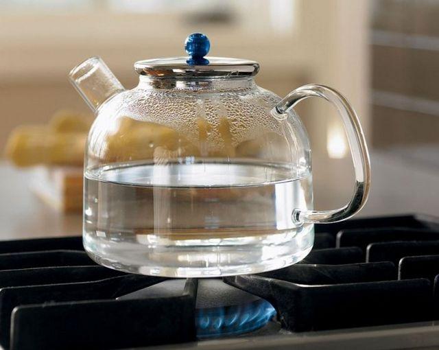 Чому не можна кип'ятити воду двічі? Міфи і факти про кип'яченій воді