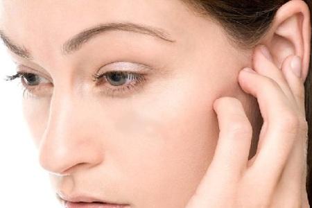 Чому «стріляє» у вухах, або як боротися з отитом?