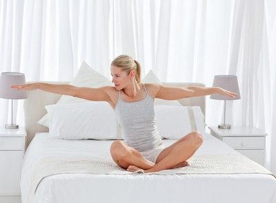 Користь ранкової зарядки для жінок - заряджає енергією з ранку!