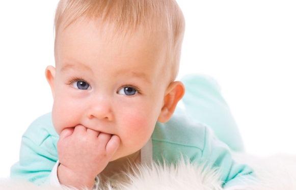 Прорізування молочних зубів у дітей