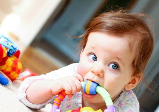 Прорізування молочних зубів у дітей: ознаки