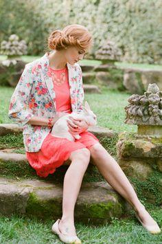 З чим носити коралове плаття?