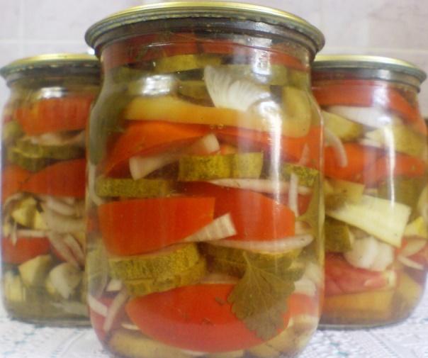 Заготівля салату з помідорами й огірками на зиму