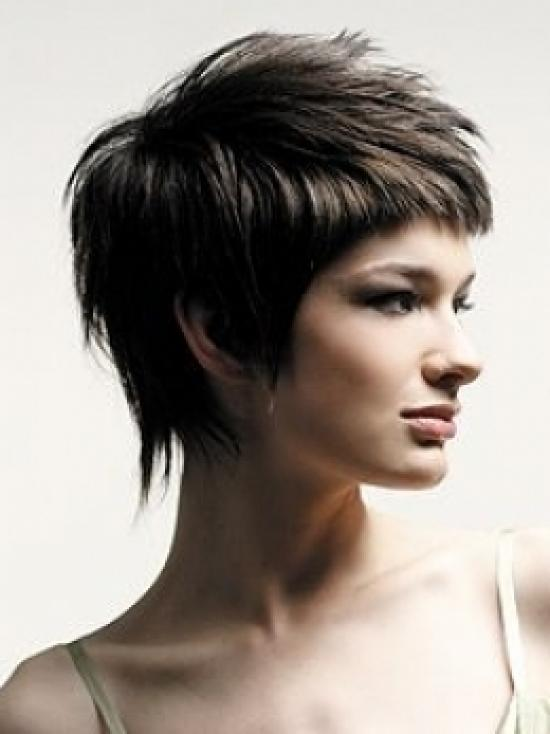 Стрижка каскад на коротке волосся